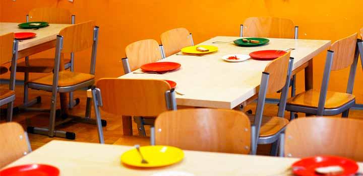 Manipular alimentos para niños, comedores escolares.