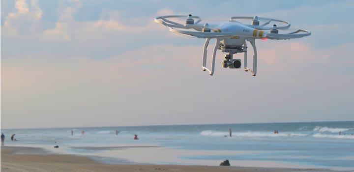 El dron, sobrevuela nuestras playas. ¡Cuidado!, no está permitido.